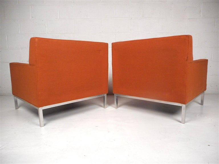 Midcentury Lounge Chairs after Knoll, a Pair In Good Condition For Sale In Brooklyn, NY