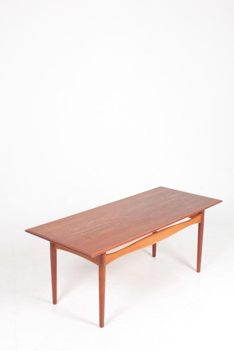 Midcentury Low Table Designed by Finn Juhl, Danish Design, 1950s In Excellent Condition For Sale In Lejre, DK