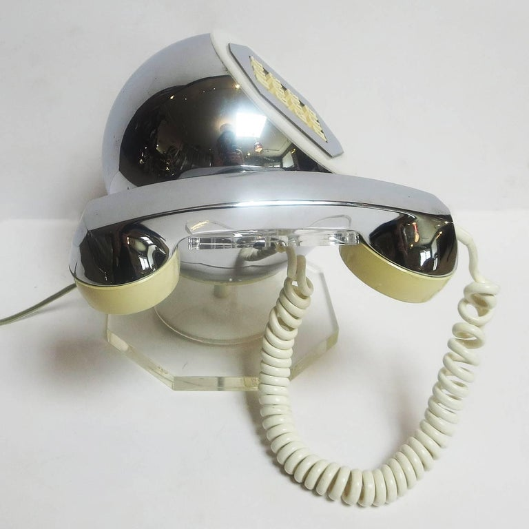 Midcentury Lucite and Chrome Telephone by TeleConcepts Inc., 1977 In Excellent Condition For Sale In North Hollywood, CA