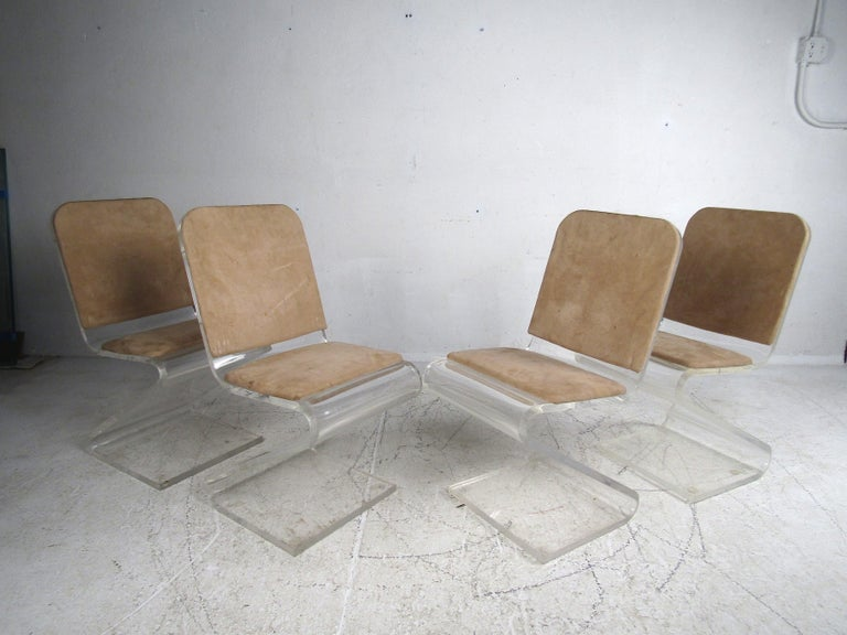 Midcentury Lucite and Glass Dining Set For Sale 1