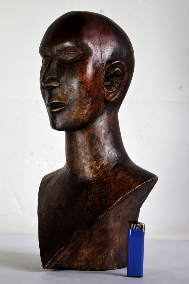 One of a kind beautiful mid-century masculine sculpture cut from one piece of wood. A truly gorgeous piece, a diamond in kust about any interior. The Testa will be shipped overseas in a custom made wooden crate. Cost of transport is crate included.