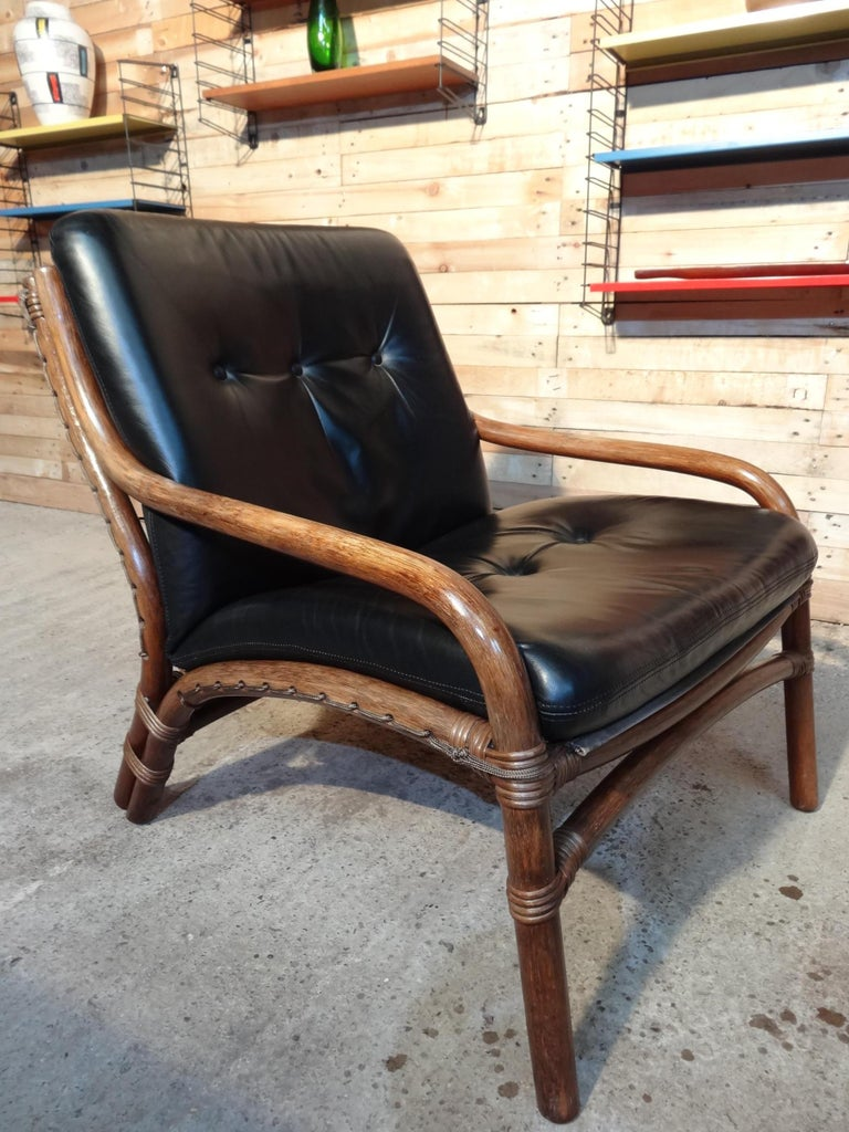 Mid-Century Modern 1960 Cane / Bamboo Designer Sling-Back Black Leather Chair In Good Condition For Sale In Cowthorpe, North Yorkshire