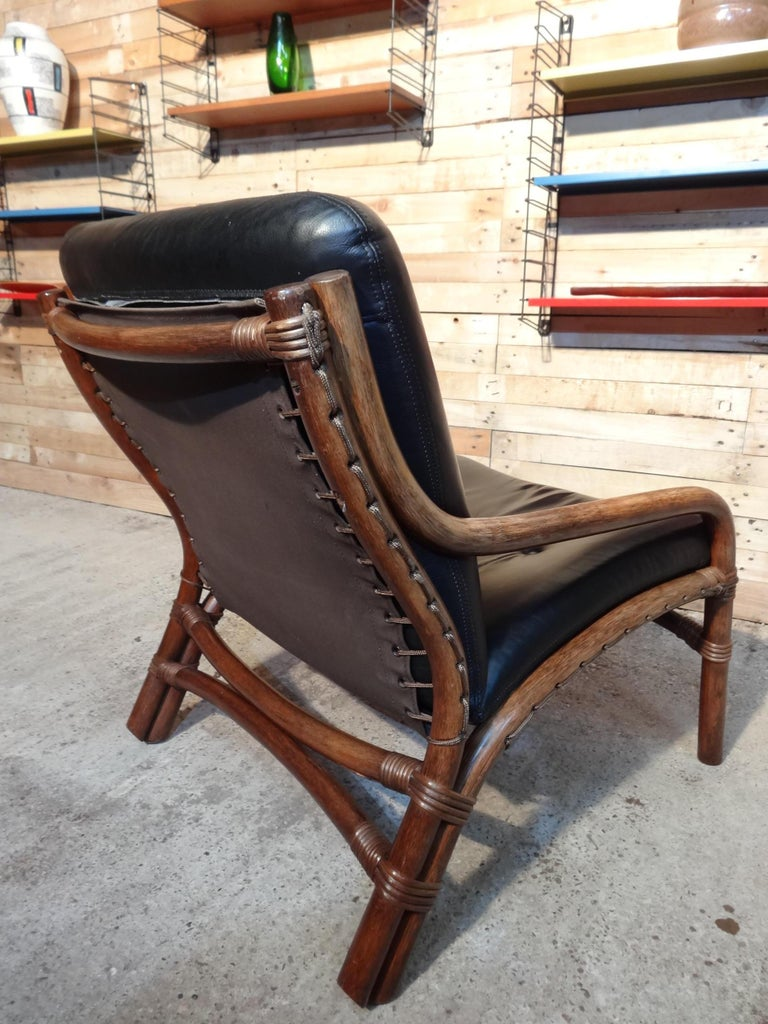 20th Century Mid-Century Modern 1960 Cane / Bamboo Designer Sling-Back Black Leather Chair For Sale