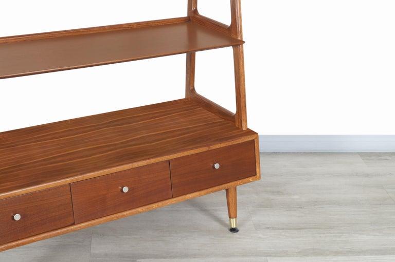 Mid-Century Modern 4-Tier Walnut Bookshelf For Sale 4