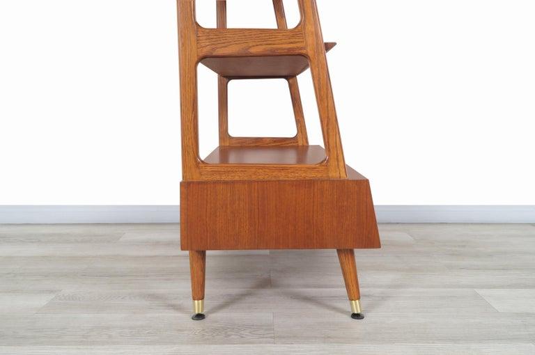 Mid-Century Modern 4-Tier Walnut Bookshelf For Sale 6