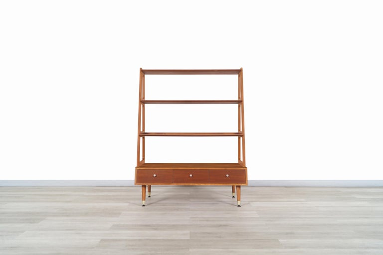 Exceptional mid-century 4-tier walnut bookshelf designed and manufactured in the United States, circa 1950s. This bookshelf has an elegant and functional design; it has been built from walnut, which allows us to appreciate the grains of walnut