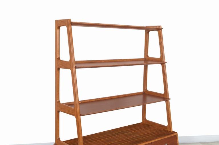 Brass Mid-Century Modern 4-Tier Walnut Bookshelf For Sale