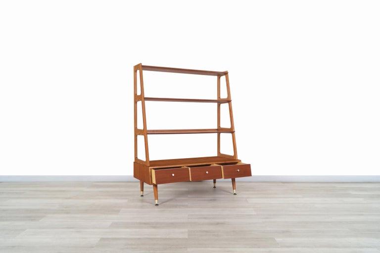 Mid-Century Modern 4-Tier Walnut Bookshelf For Sale 2