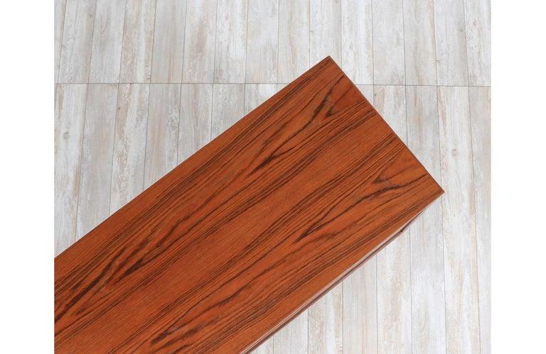 Mid-Century Modern 8-Drawer Teak Dresser For Sale 4