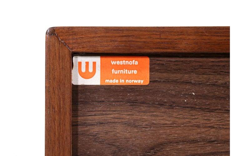 Mid-Century Modern 8-Drawer Walnut Dresser by Westnofa For Sale 4