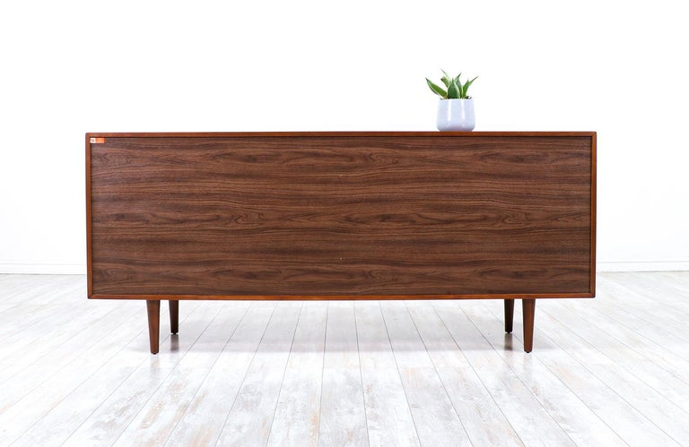 Mid-Century Modern 8-Drawer Walnut Dresser by Westnofa In Excellent Condition For Sale In Los Angeles, CA