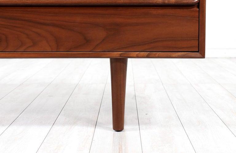 Mid-Century Modern 8-Drawer Walnut Dresser by Westnofa For Sale 2