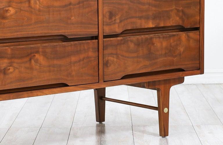 Mid-Century Modern 9-Drawer Dresser by Stanley Furniture For Sale 1