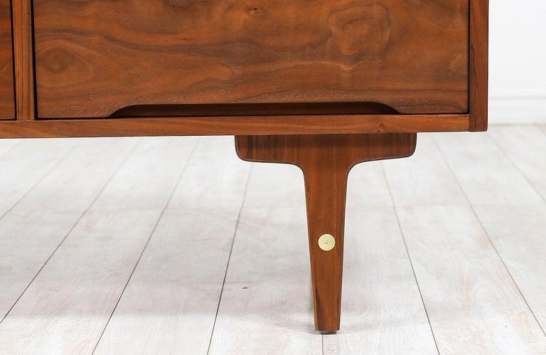 Mid-Century Modern 9-Drawer Dresser by Stanley Furniture For Sale 2