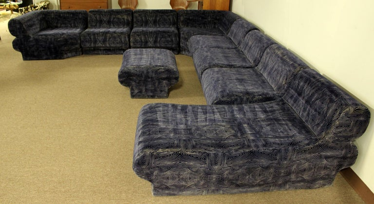 Mid-Century Modern 9-Piece Modular Serpentine Preview Blue Velvet Sectional Sofa In Good Condition For Sale In Keego Harbor, MI