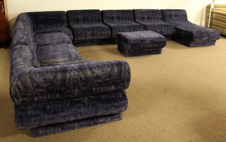 Mid-Century Modern 9-Piece Modular Serpentine Preview Blue Velvet Sectional Sofa For Sale 2
