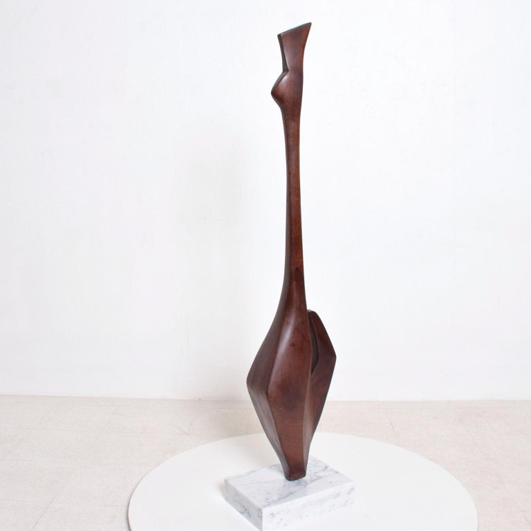 For your consideration, modern abstract sculpture in walnut wood mounted in white Carrara marble base. Unsigned, no information about the maker. The USA, circa 1960s. Dimensions: 58