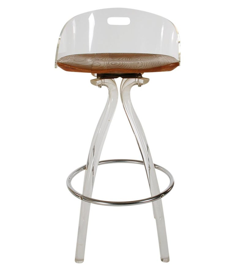 Mid-Century Modern Acrylic Lucite Counter Stools or Bar Stools by Hill Mfg. In Good Condition For Sale In Philadelphia, PA