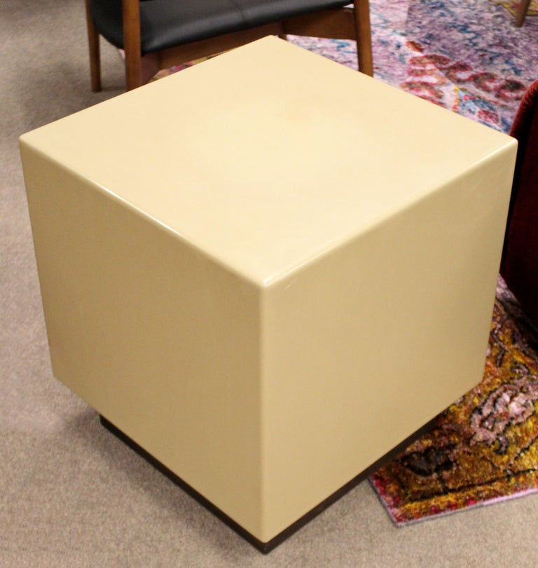 For your consideration is a square, acrylic side or end table, on a plainth base, by Metro, circa 1970s. In excellent vintage condition. The dimensions are 20