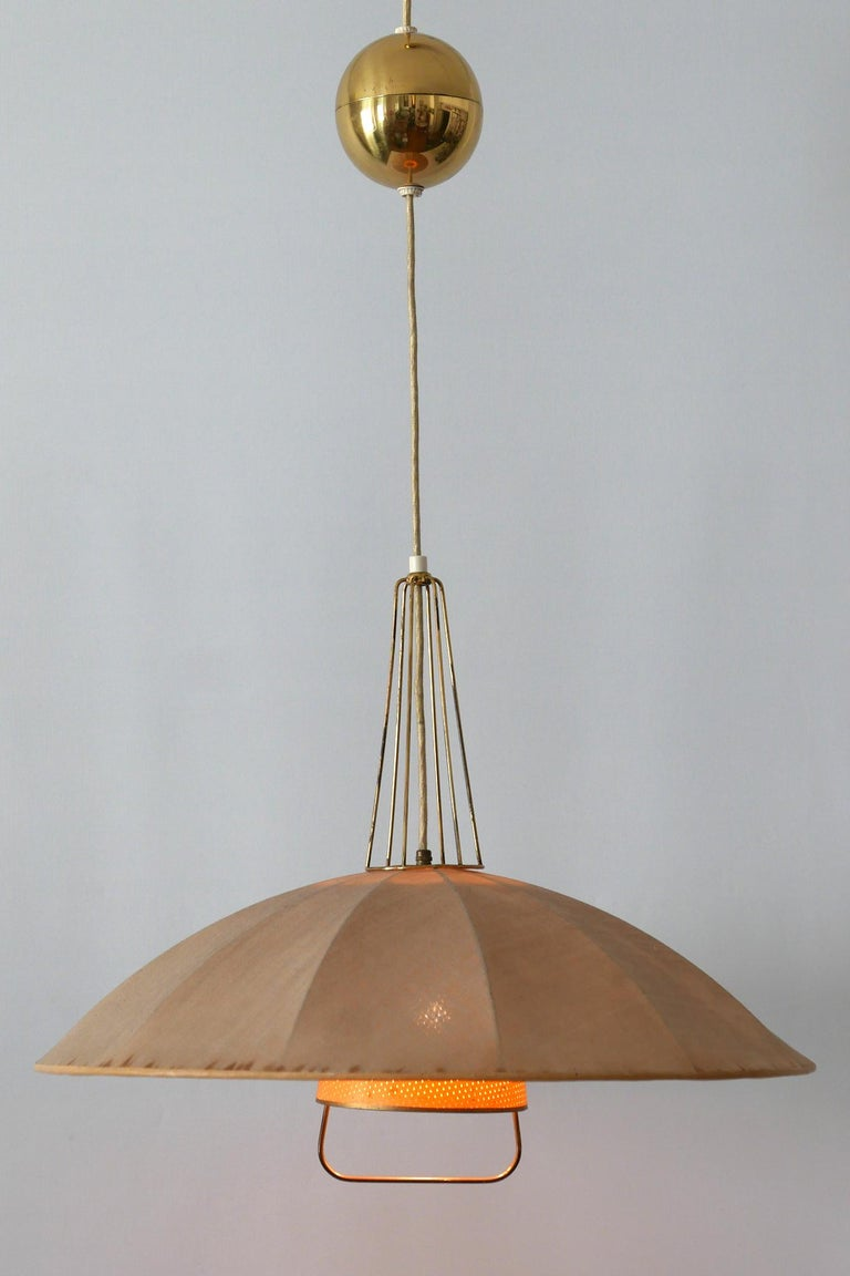 Rare and beautiful Mid-Century Modern counterweight pendant lamp or hanging light. Designed and manufactured probably in 1950s in Germany. Due to the cord egg, the hanging height is easily adjustable.