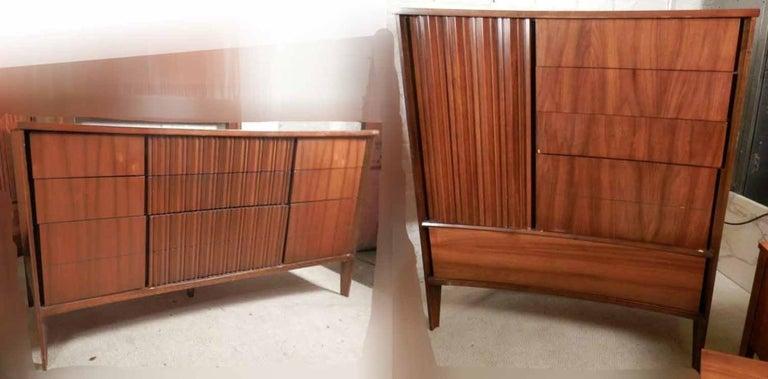 Mid-Century Modern American Bedroom Set by Unagusta For Sale 5