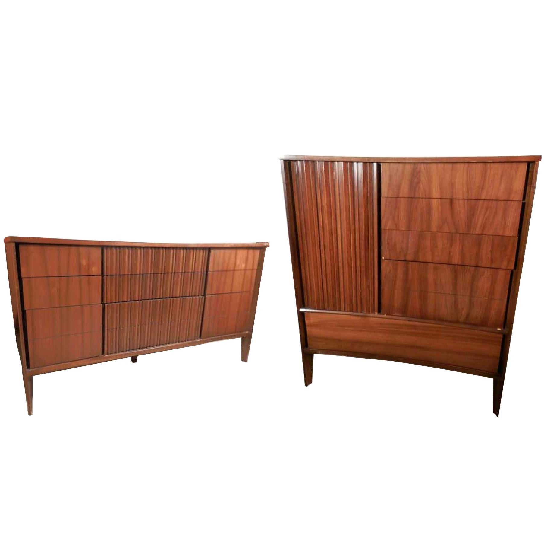 Mid-Century Modern American Bedroom Set by Unagusta