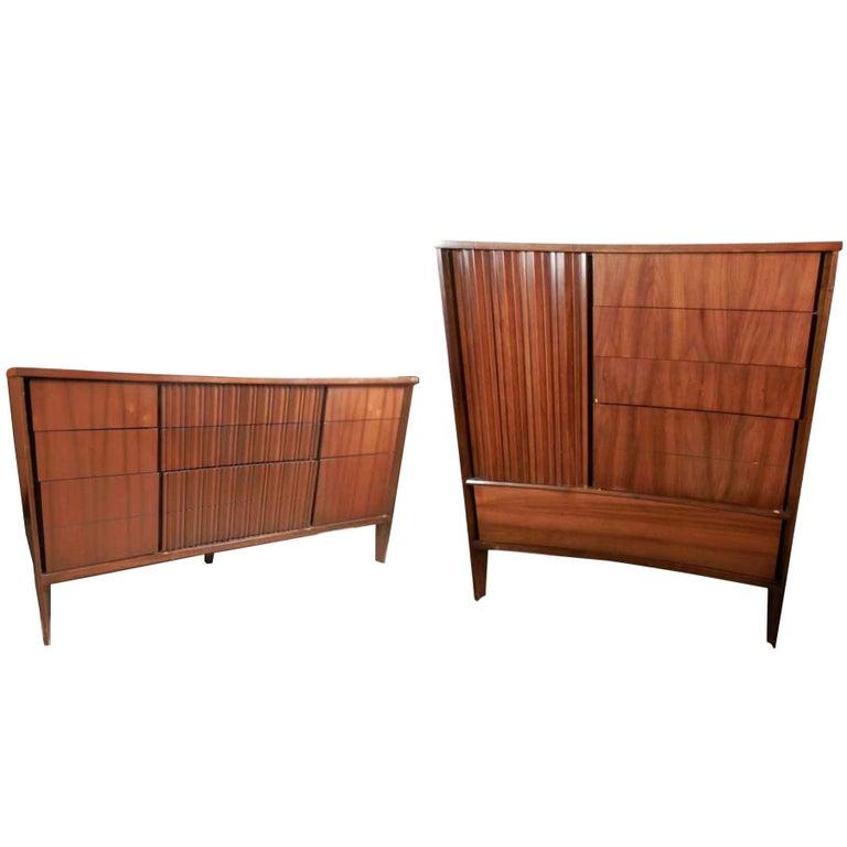 Mid-Century Modern American Bedroom Set by Unagusta For Sale