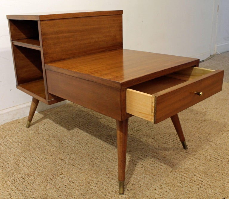 20th Century Mid-Century Modern American of Martinsville Two-Tiered Walnut End Table For Sale