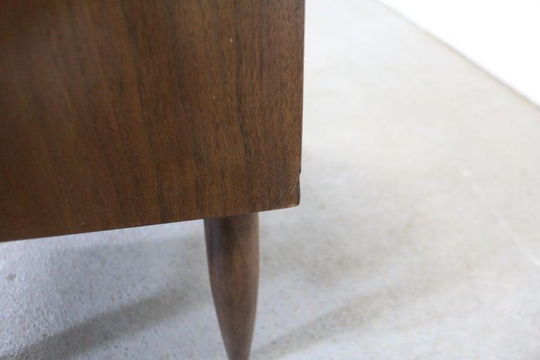 Mid-Century Modern American of Martinsville Merton Gershun 'Dania' Nightstand For Sale 6