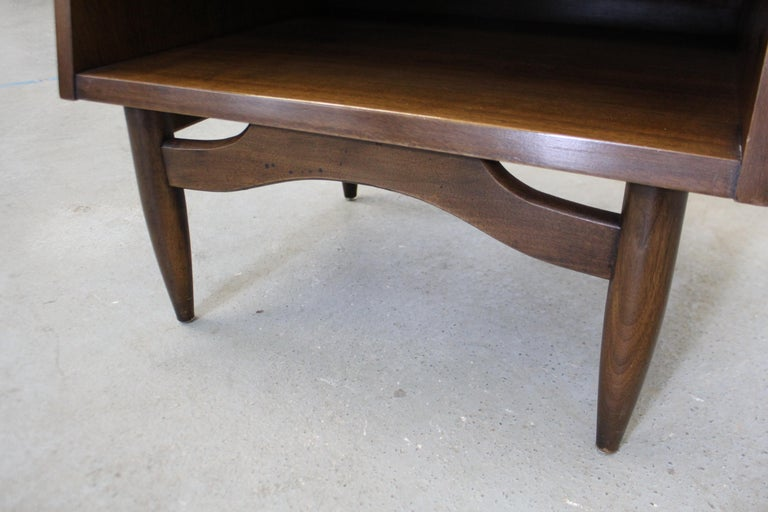 Mid-Century Modern American of Martinsville Merton Gershun 'Dania' Nightstand For Sale 3