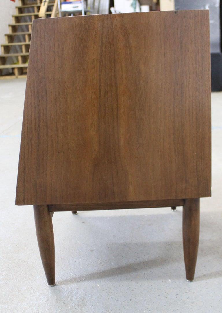 Mid-Century Modern American of Martinsville Merton Gershun 'Dania' Nightstand For Sale 4