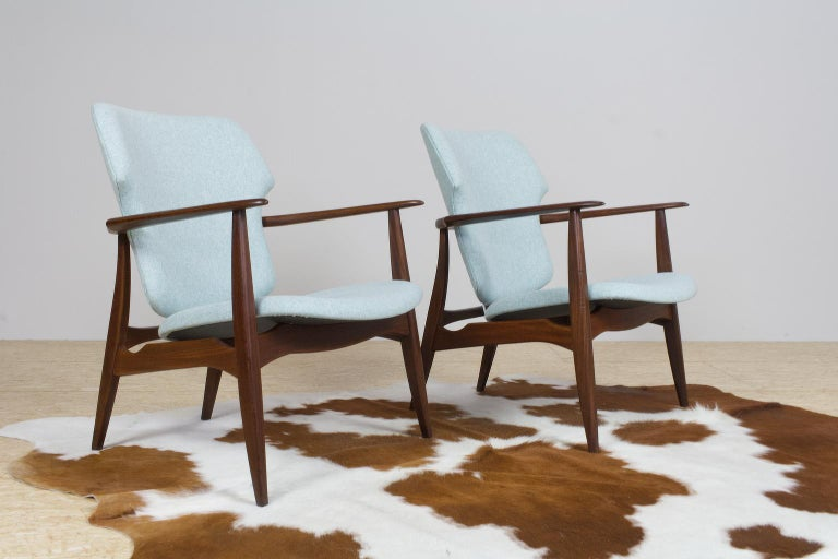 Set of two Mid-Century Modern armchairs in teak, designed by Aksel Bender Madsen for Bovenkamp, Holland, 1960s. The pair is completely restored and re-upholstered in an excellent light blue woven felt fabric by Kvadrat (type: Divina MD 0813). The