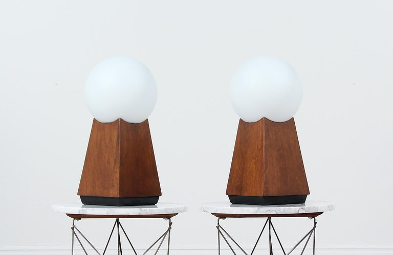 American Mid-Century Modern Asymmetrical Table Lamps with Frosted Globes For Sale