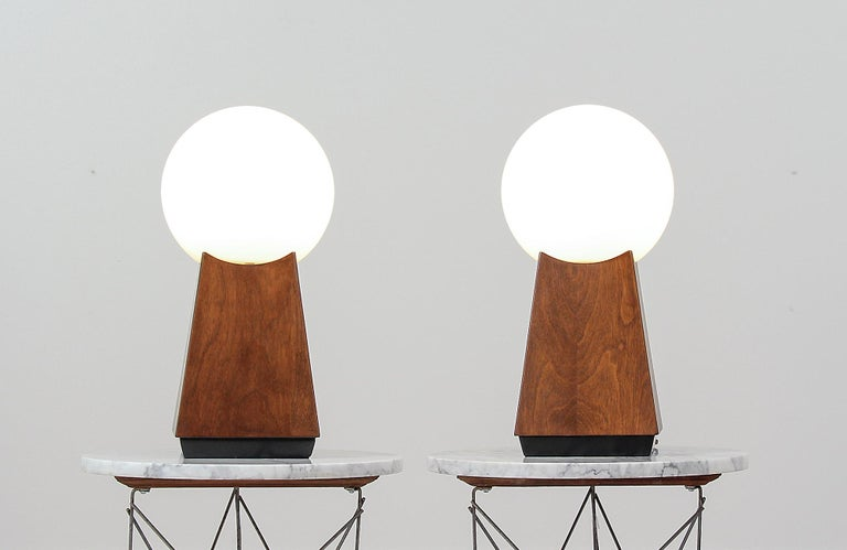 Mid-Century Modern Asymmetrical Table Lamps with Frosted Globes In Excellent Condition For Sale In Los Angeles, CA