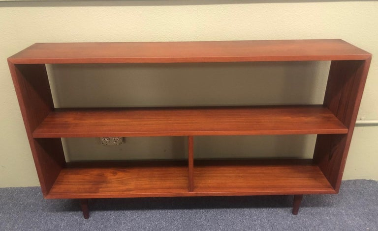 Mid-Century Modern Backless Low Profile Teak Bookcase with Tapered Legs For Sale 1
