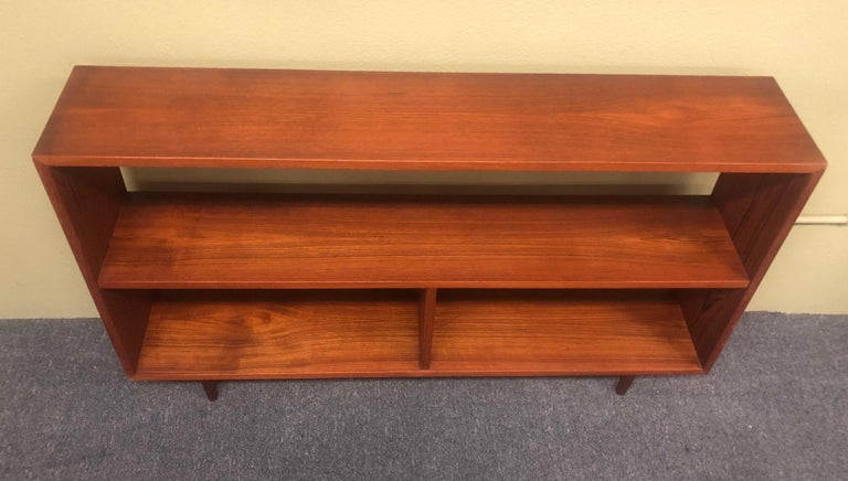 Mid-Century Modern Backless Low Profile Teak Bookcase with Tapered Legs For Sale 2