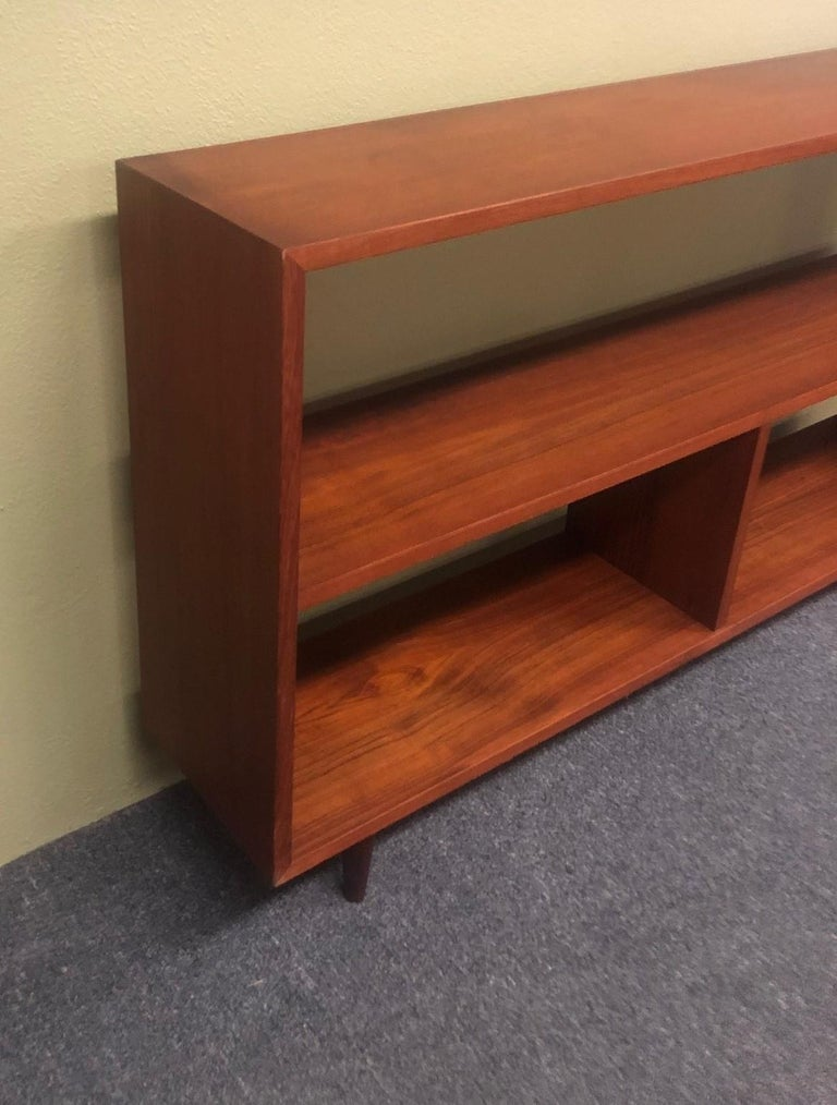 Mid-Century Modern Backless Low Profile Teak Bookcase with Tapered Legs For Sale 3