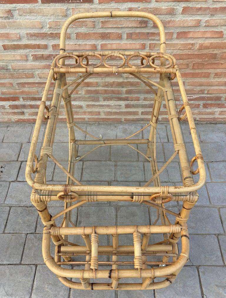Mid-Century Modern Bamboo Tea Cart, Garden Furniture In Good Condition For Sale In Miami, FL