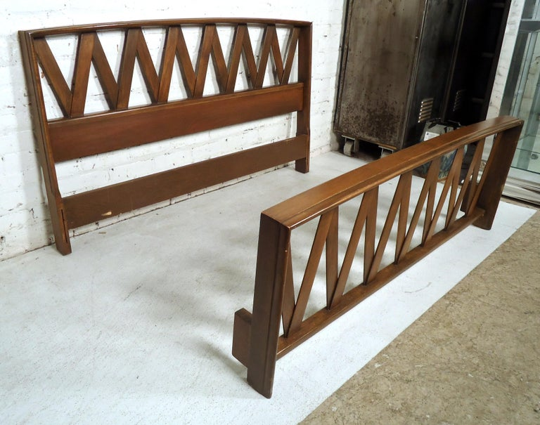 Mid-Century Modern Bed by Paul Frankl In Good Condition For Sale In Brooklyn, NY