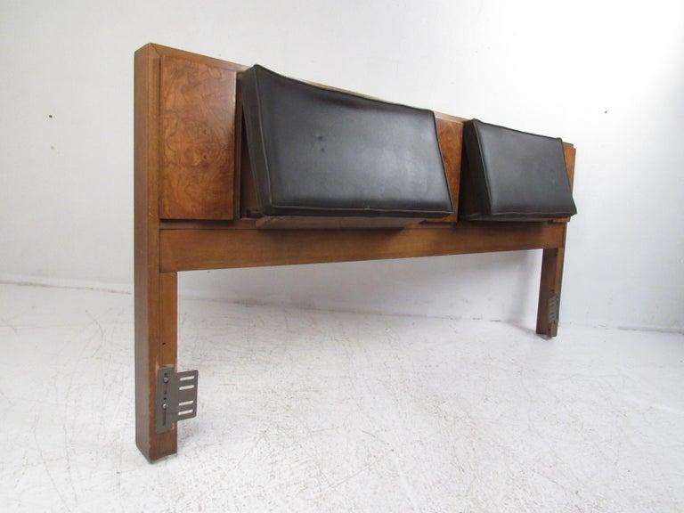 Mid-Century Modern Bedroom Set by Lane Furniture For Sale 4