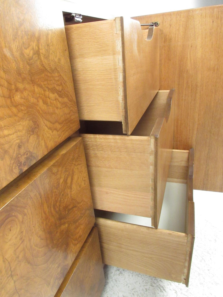 Mid-Century Modern Bedroom Set by Lane Furniture For Sale 9