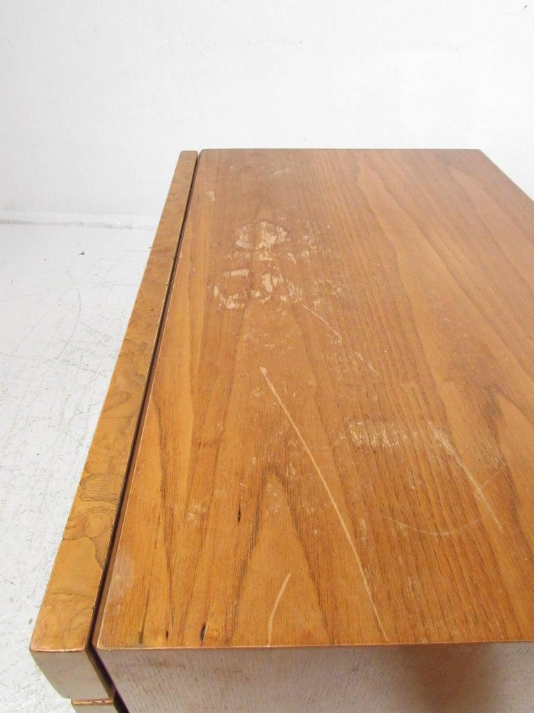 Mid-Century Modern Bedroom Set by Lane Furniture For Sale 10