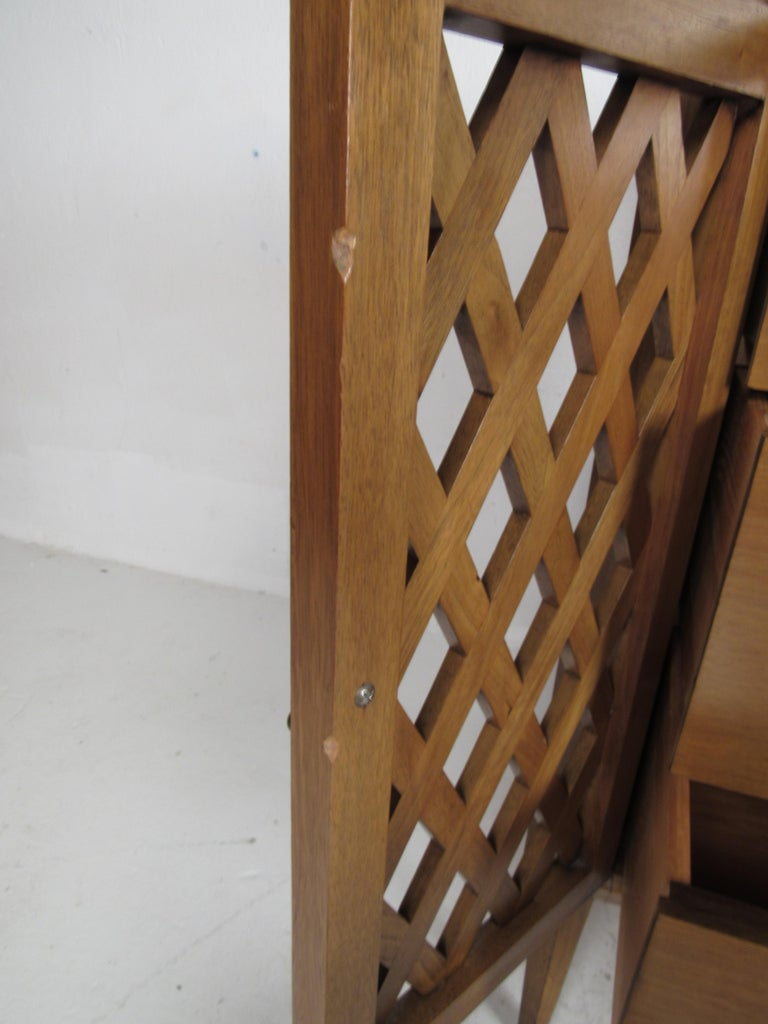 Mid-Century Modern Bedroom Set by Mount Airy For Sale 8