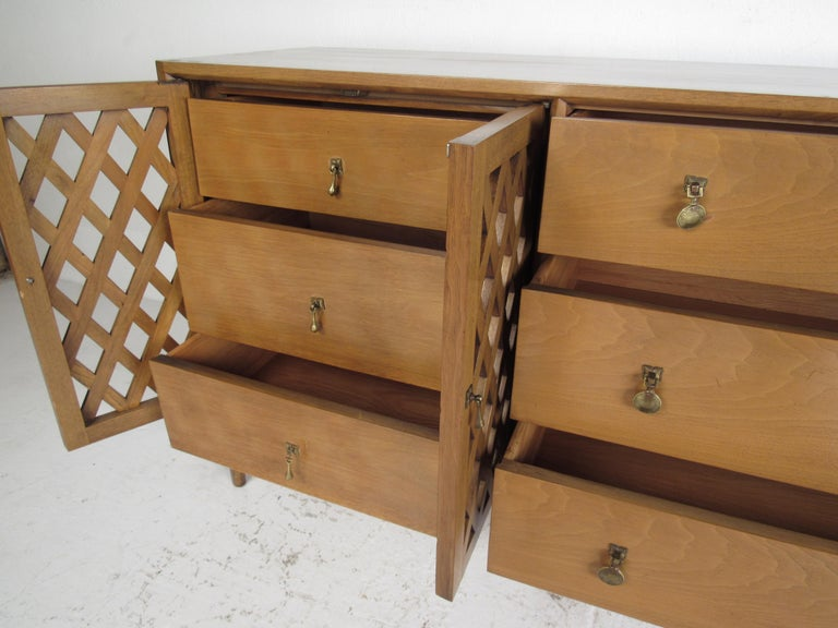 Mid-Century Modern Bedroom Set by Mount Airy For Sale 3