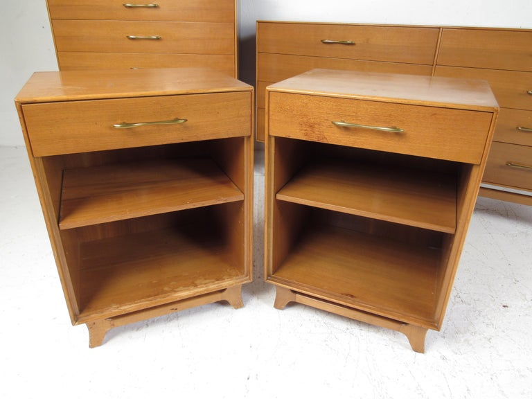 Mid-Century Modern Bedroom Suite by R-Way For Sale 2