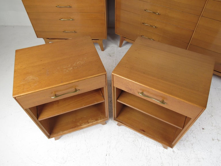 Mid-Century Modern Bedroom Suite by R-Way For Sale 3