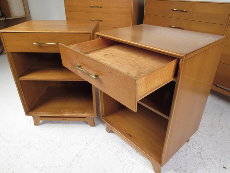 Mid-Century Modern Bedroom Suite by R-Way For Sale 4
