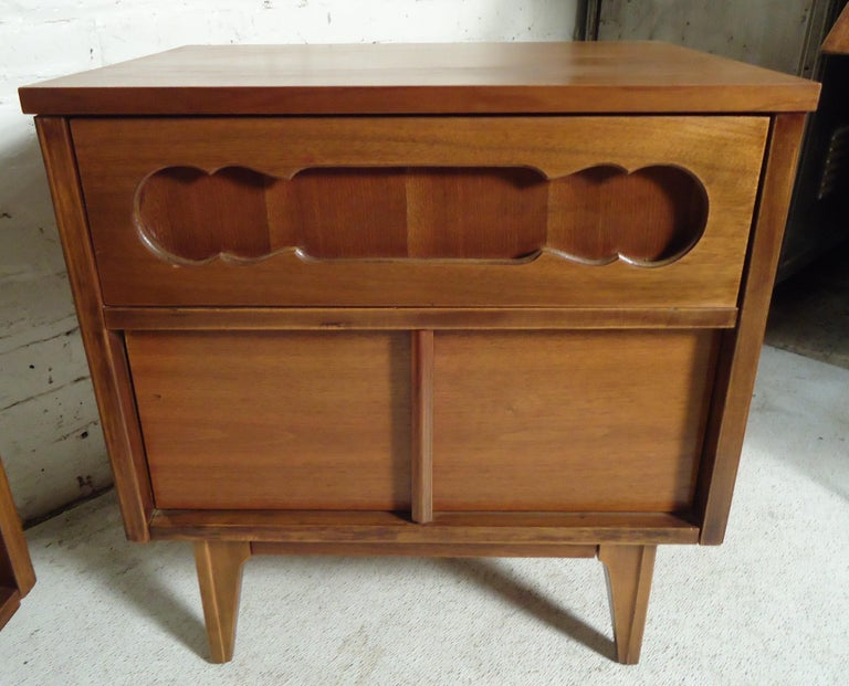 Mid-Century Modern Bedside Tables In Good Condition For Sale In Brooklyn, NY