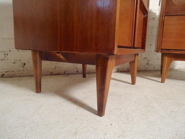 Walnut Mid-Century Modern Bedside Tables For Sale