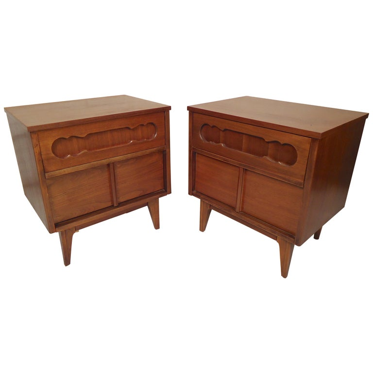 Mid-Century Modern Bedside Tables For Sale